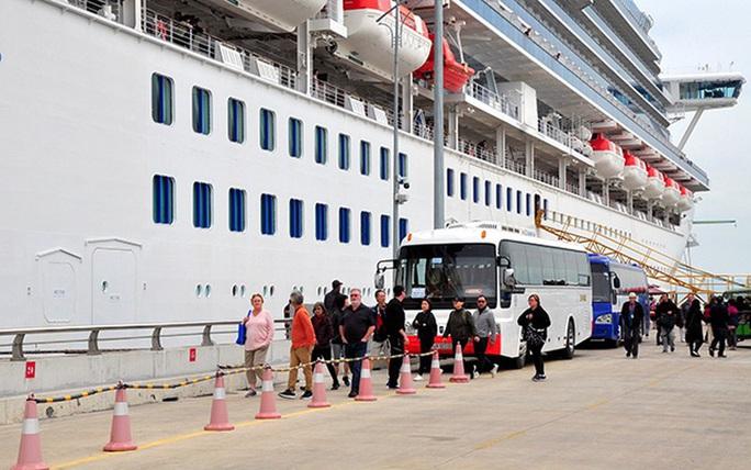 Tàu Diamond Princess có du khách nhiễm nCoV đã tham quan vịnh Hạ Long trong gần 9 giờ - Ảnh 1.