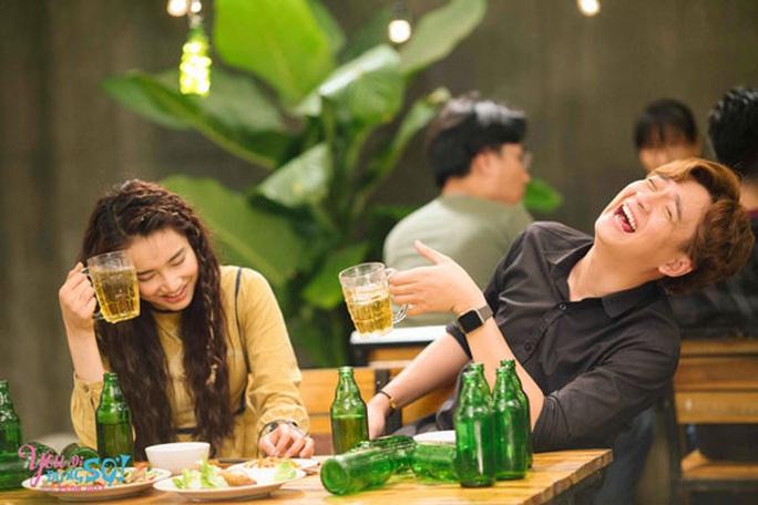 Hạn chế cảnh rượu bia trong phim - Ảnh 1.