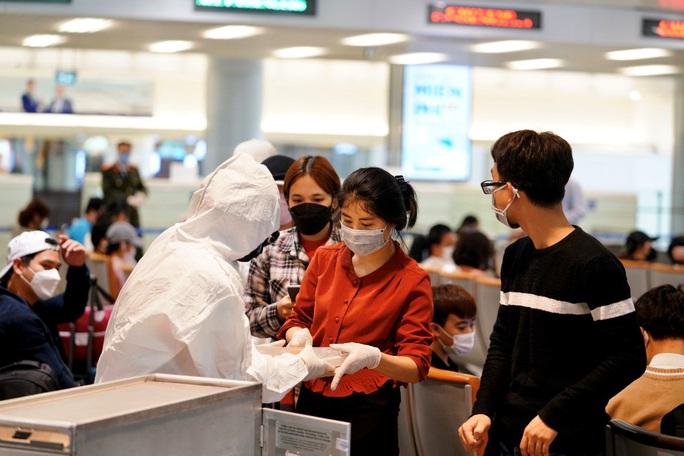 Nội Bài, Tân Sơn Nhất dừng đón chuyến bay từ Hàn Quốc - Ảnh 9.