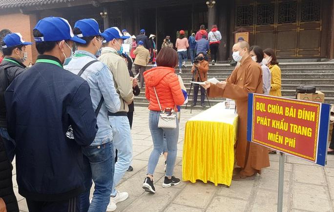 Bộ Y tế lên tiếng về việc cách ly tại nhà chùa người từ vùng dịch Covid-19 về Việt Nam - Ảnh 1.