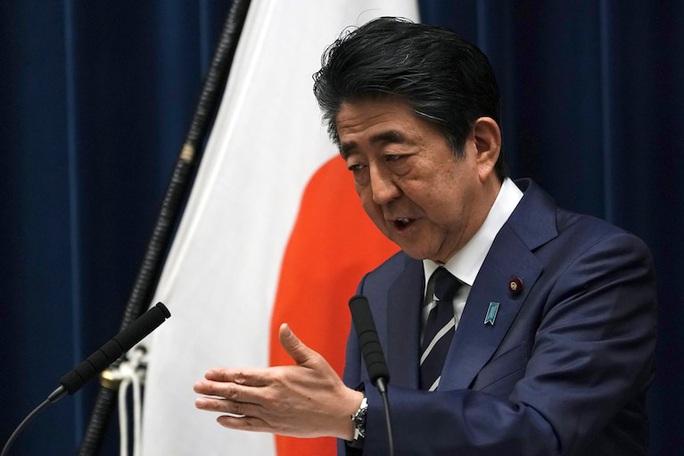 Kiềm chế cơn giận của người dân, Thủ tướng Nhật tung 2,5 tỉ USD chống dịch - Ảnh 1.