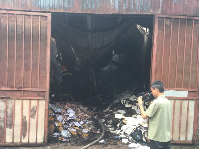 Khởi tố giám đốc liên quan vụ cháy xưởng làm 8 người tử vong - Ảnh 1.