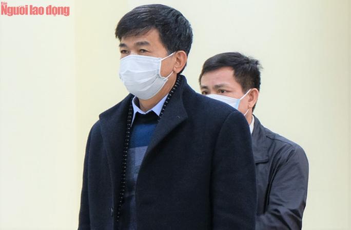 CLIP: Nhận hối lộ 594 triệu đồng, 5 cựu cán bộ Thanh tra tỉnh Thanh Hóa chia nhau 154 tháng tù - Ảnh 3.