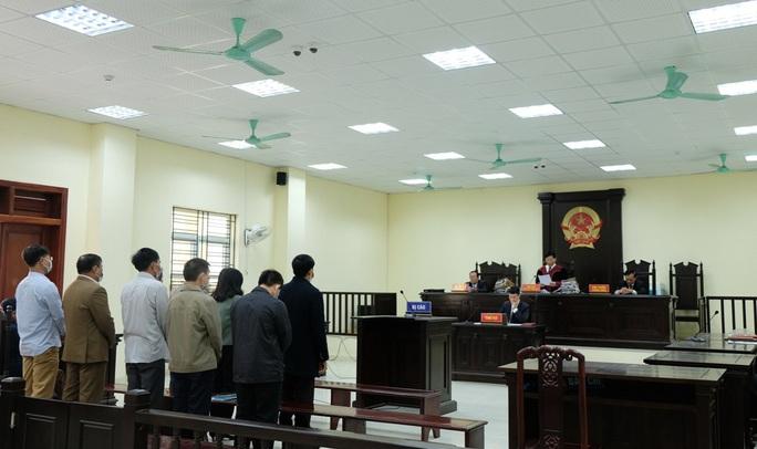 5 cựu cán bộ Thanh tra tỉnh Thanh Hóa đeo khẩu trang hầu tòa về tội Nhận hối lộ - Ảnh 2.