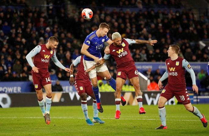 Sao 33 tuổi rực sáng, Leicester mở tiệc bàn thắng ở King Power - Ảnh 3.