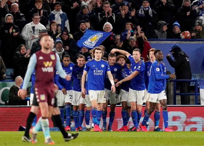 Sao 33 tuổi rực sáng, Leicester mở tiệc bàn thắng ở King Power - Ảnh 9.