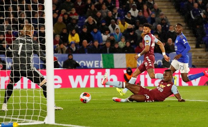 Sao 33 tuổi rực sáng, Leicester mở tiệc bàn thắng ở King Power - Ảnh 2.