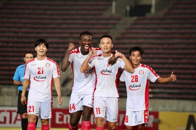 Công Phượng cản người giúp Xuân Nam lập công, CLB TP HCM vững ngôi đầu AFC Cup - Ảnh 2.