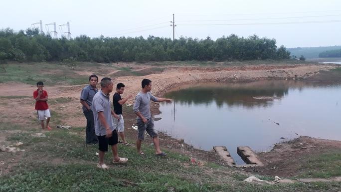 Đến chơi ở hồ chứa nước, 2 học sinh đuối nước thương tâm - Ảnh 1.