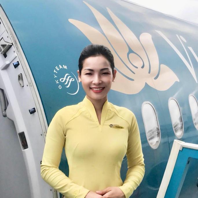 Nữ tiếp viên bế cháu bé 2 tháng tuổi trên máy bay từ Frankfurt về Hà Nội - Ảnh 4.