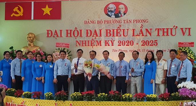 Ông Phạm Hồng Lộc tái đắc cử chức vụ Bí thư Đảng ủy phường Tân Phong - Ảnh 1.