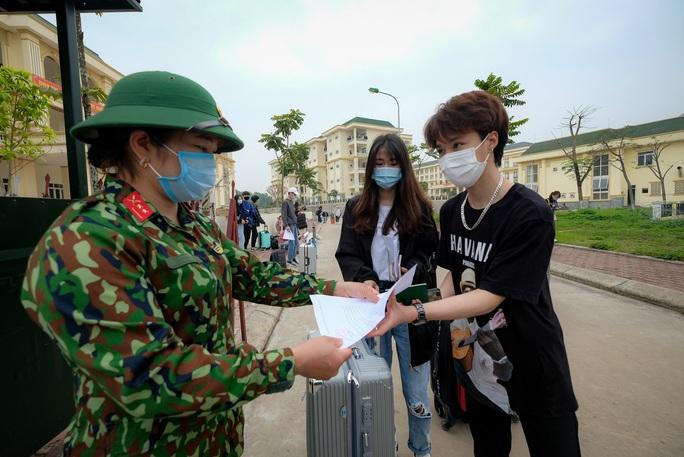Sau cách ly gần 3.800 người về từ Hà Nội, Yên Bái hỏa tốc thay đổi quyết định - Ảnh 1.