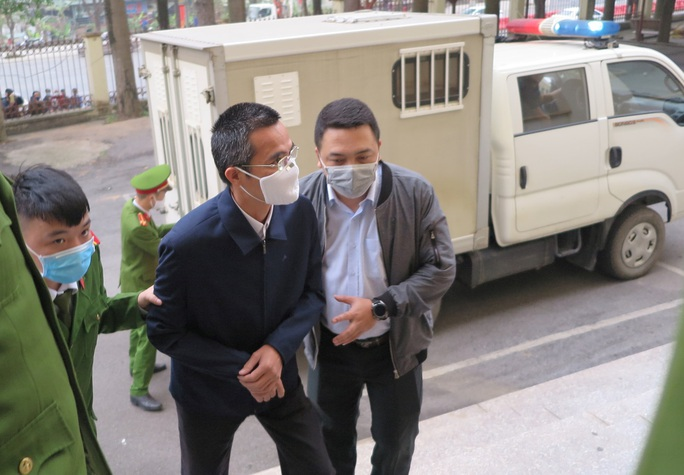 Xét xử nguyên chánh thanh tra Bộ TT-TT: Nguyên bộ trưởng Trương Minh Tuấn vắng mặt - Ảnh 1.