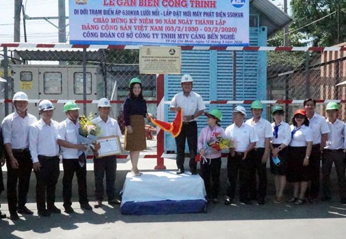 Gắn biển công trình kỷ niệm 90 năm thành lập Đảng Cộng sản Việt Nam - Ảnh 1.