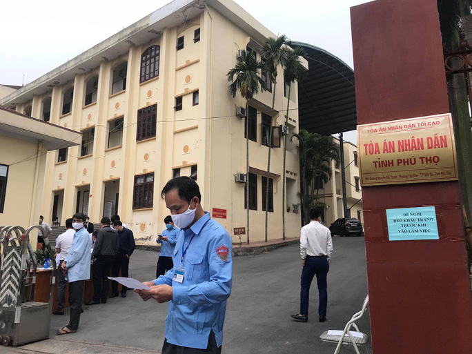 Xét xử nguyên chánh thanh tra Bộ TT-TT: Nguyên bộ trưởng Trương Minh Tuấn vắng mặt - Ảnh 2.