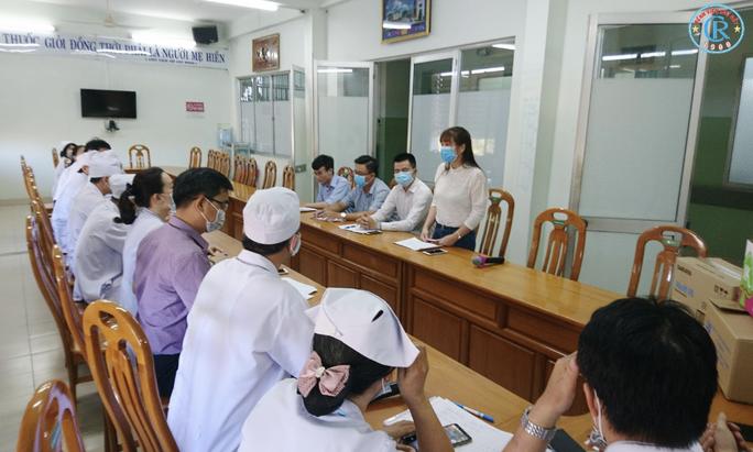 Bệnh viện Chợ Rẫy lên đường trong đêm, chi viện cho Bình Thuận - Ảnh 6.