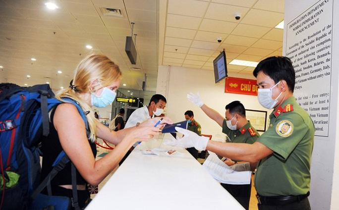 Nữ bệnh nhân Covid-19 thứ 17 có 2 hộ chiếu khi nhập cảnh trở lại Việt Nam - Ảnh 1.