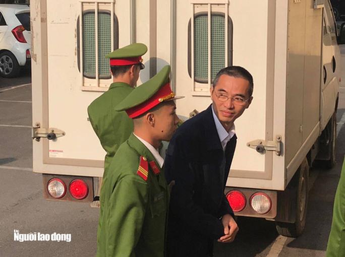 Xét xử nguyên chánh thanh tra Bộ TT-TT: Nguyên bộ trưởng Trương Minh Tuấn vắng mặt - Ảnh 6.