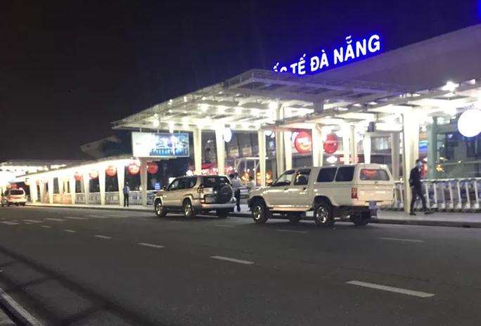 Quảng Nam giải thích lý do đưa 4 khách diện cách ly ra sân bay Đà Nẵng - Ảnh 1.