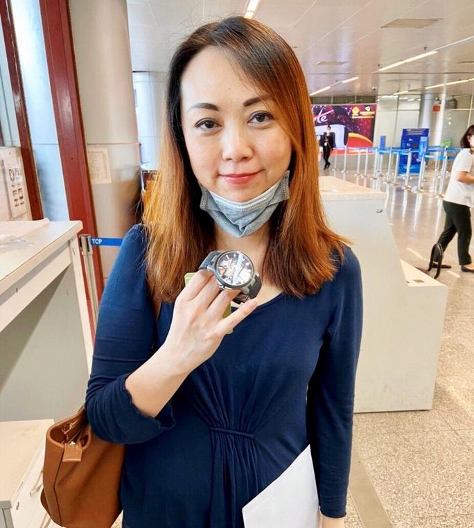Trao  trả lại đồng hồ trị giá 40.000 USD để quên tại sân bay Đà Nẵng cho hành khách  - Ảnh 2.