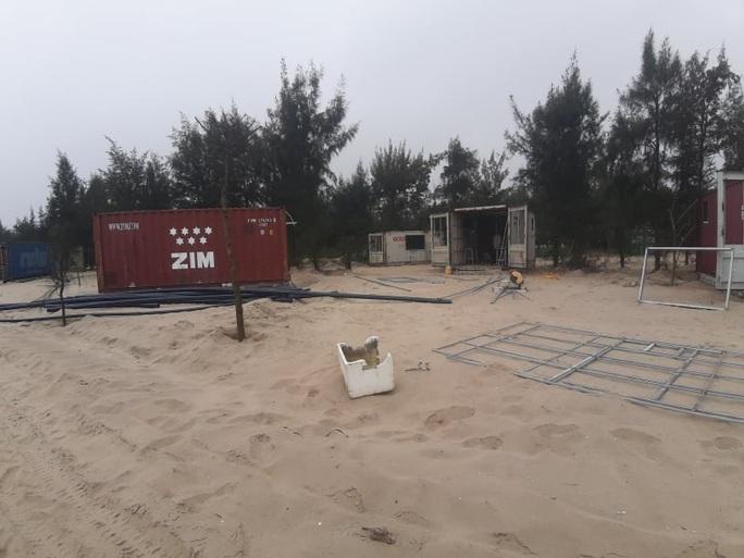 CLIP: Cận cảnh 130 nhà nghỉ bằng container xây dựng trái phép trong rừng phòng hộ - Ảnh 2.
