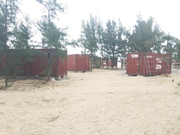 Xây dựng 130 nhà nghỉ bằng container trái phép trong rừng phòng hộ: Yêu cầu huyện nghiêm túc kiểm điểm - Ảnh 1.