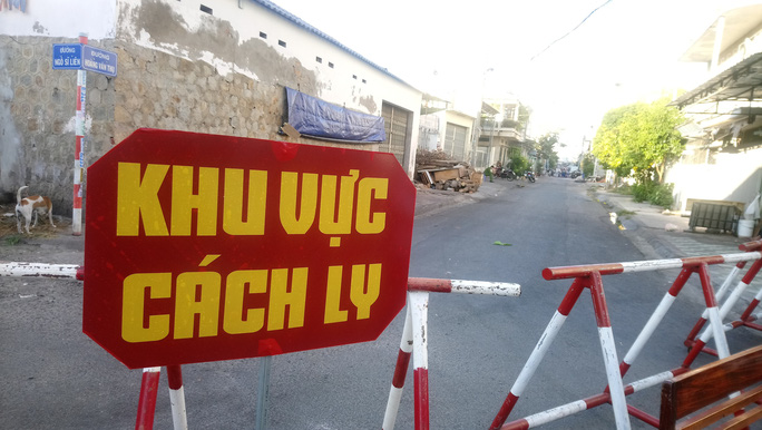 Có gì bên trong khu cách ly vì Covid-19 ở 2 tuyến phố tại Phan Thiết? - Ảnh 2.
