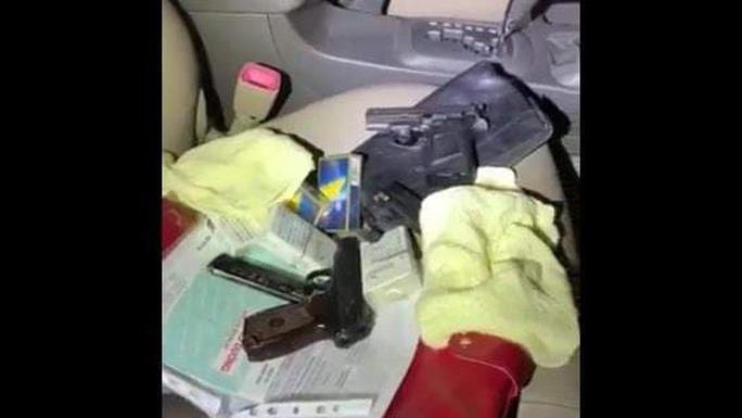 Triệt phá sòng bạc ông trùm ở Bình Thạnh phát hiện 2 khẩu súng ngắn - Ảnh 4.