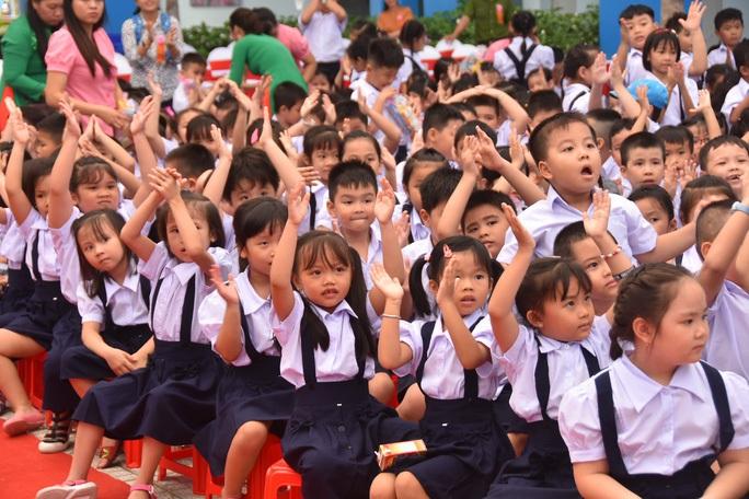 TP HCM: Học sinh đi học lại từ ngày 4-5, không tập trung đồng loạt - Ảnh 1.