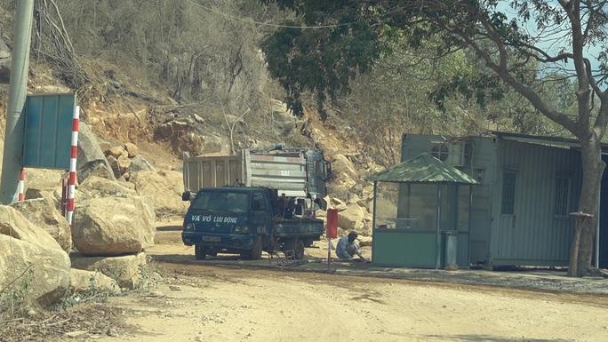 Bà Rịa-Vũng Tàu: Mỏ khai thác khoáng sản hoạt động rầm rộ, bất chấp lệnh dừng - Ảnh 3.