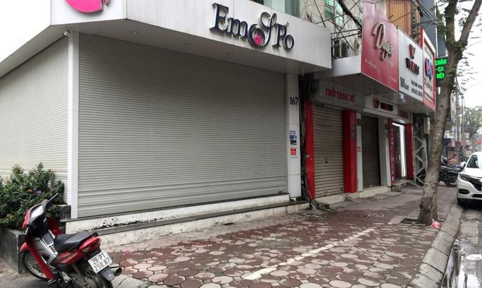 CLIP: Hàng loạt cửa hàng kinh doanh đóng băng do dịch Covid-19 - Ảnh 6.