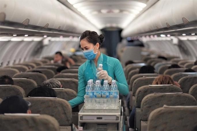 Nữ tiếp viên hàng không chuyến bay VN0054 là ca bệnh mới nhất mắc Covid-19 - Ảnh 1.