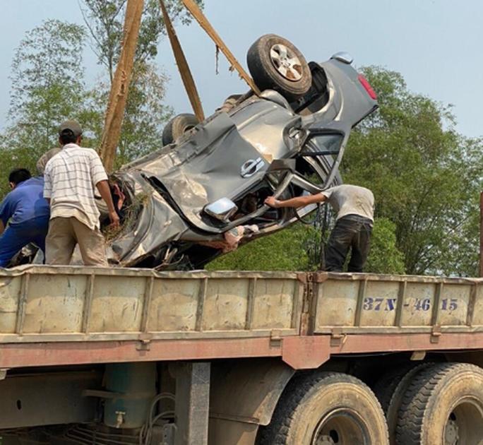 CLIP: Hiện trường vụ xe tải tông xe bán tải vỡ nát, 3 người nguy kịch mắc kẹt trong xe - Ảnh 5.