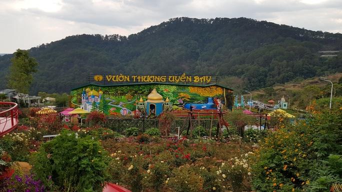 Cận cảnh vườn thượng uyển bay khổng lồ không phép ngay cửa ngõ Đà Lạt - Ảnh 1.