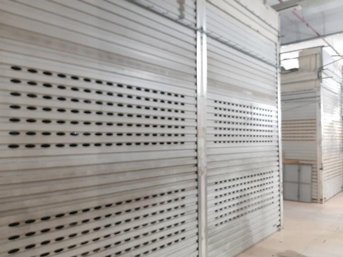 CLIP: Hơn 1.000 ki-ốt chợ Vinh đóng cửa vì dịch Covid-19 - Ảnh 5.