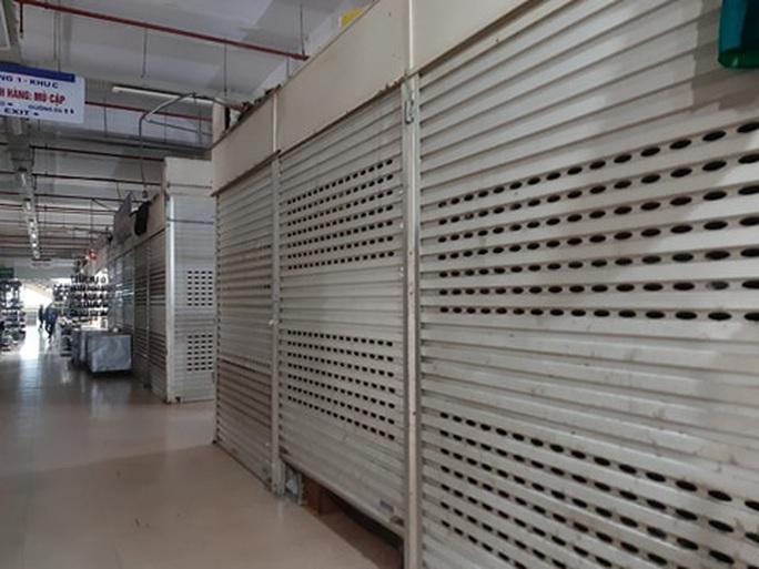 CLIP: Hơn 1.000 ki-ốt chợ Vinh đóng cửa vì dịch Covid-19 - Ảnh 8.