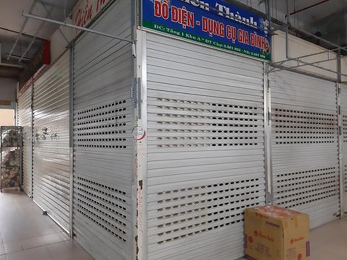 CLIP: Hơn 1.000 ki-ốt chợ Vinh đóng cửa vì dịch Covid-19 - Ảnh 7.