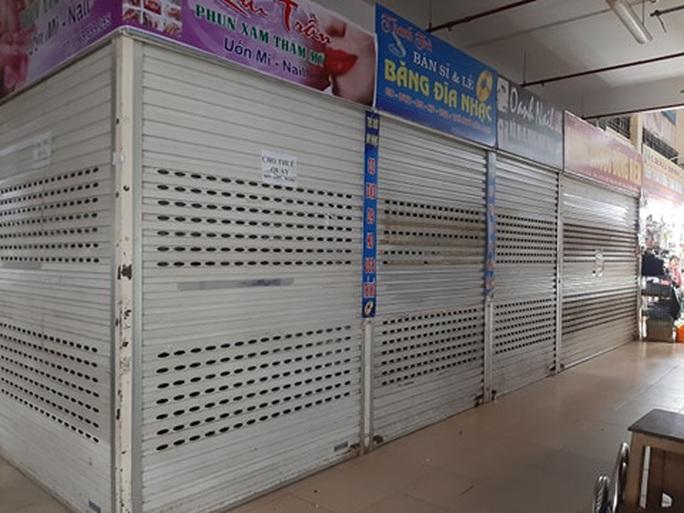 CLIP: Hơn 1.000 ki-ốt chợ Vinh đóng cửa vì dịch Covid-19 - Ảnh 10.