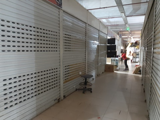 CLIP: Hơn 1.000 ki-ốt chợ Vinh đóng cửa vì dịch Covid-19 - Ảnh 9.