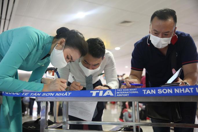 CEO Vietnam Airlines Dương Trí Thành nói gì sau khi tiếp viên mắc Covid-19? - Ảnh 1.
