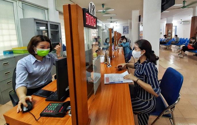 Hà Nội: Người nộp hồ sơ đề nghị hưởng trợ cấp thất nghiệp tăng - Ảnh 1.