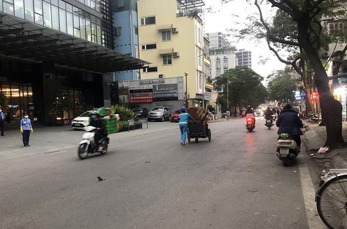 Nam bệnh nhân Covid-19 mới ở Hà Nội đã tiếp xúc nhiều người ở nơi làm việc - Ảnh 1.