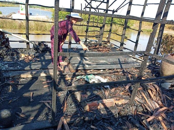 Các con đi vắng, cụ ông 80 tuổi bị tai biến chết cháy trong đêm - Ảnh 1.