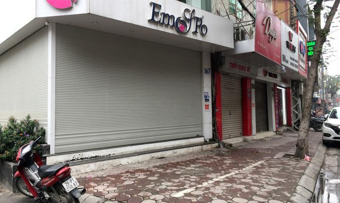 CLIP: Phố phường Hà Nội vắng người đến lạ lùng vì dịch Covid-19 - Ảnh 7.