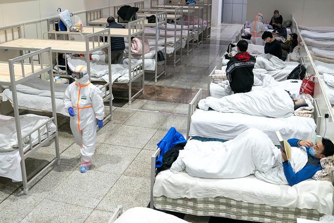 Covid-19: 2 nữ nhân viên y tế Trung Quốc cùng chiến đấu tại tuyến đầu, chỉ 1 sống sót - Ảnh 2.