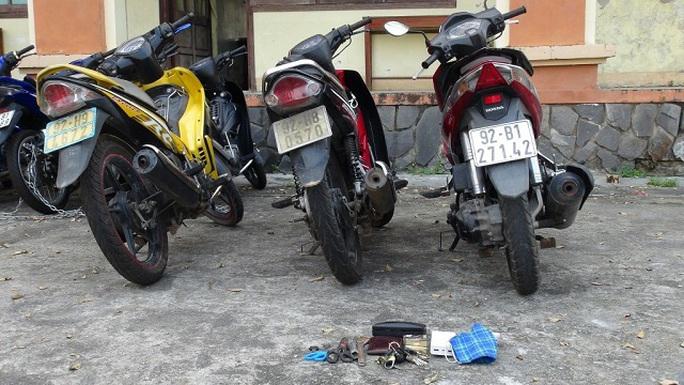 Quảng Nam: Mới ra tù, 2 đối tượng lại trộm nhiều xe máy - Ảnh 3.