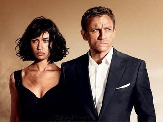 Bond girl nóng bỏng mắc Covid-19 - Ảnh 4.