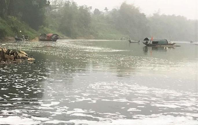 Điều tra nguyên nhân cá chết hàng loạt trên sông Chu - Ảnh 1.