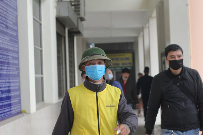 [CLIP] Đeo khẩu trang nơi công cộng: Người Việt nghiêm túc, người nước ngoài lác đác - Ảnh 5.