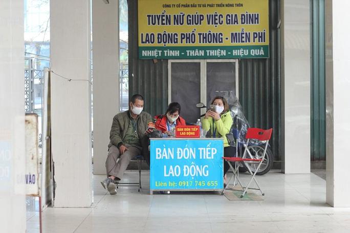 [CLIP] Đeo khẩu trang nơi công cộng: Người Việt nghiêm túc, người nước ngoài lác đác - Ảnh 7.